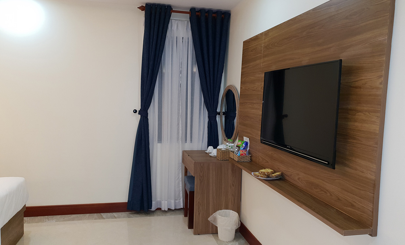 Each room at this hotel is air-conditioned and has a flat-screen TV. Some rooms also have seating areas for guests to relax after a busy day, overlooking the pool or… Continue Reading..